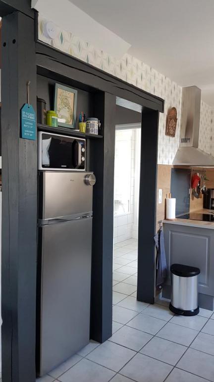 réfrigérateur/congélateur, micro-ondes